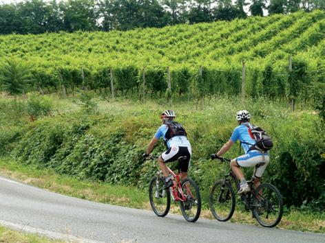 In bici sulle strade di Coppi