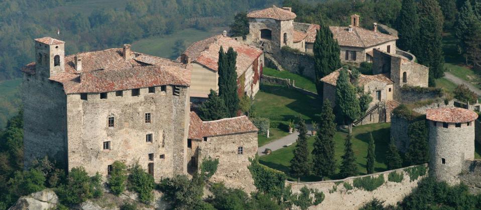 35 castelli imperdibili dell'Emilia-Romagna, di Elena Percivaldi e Mario Galloni.