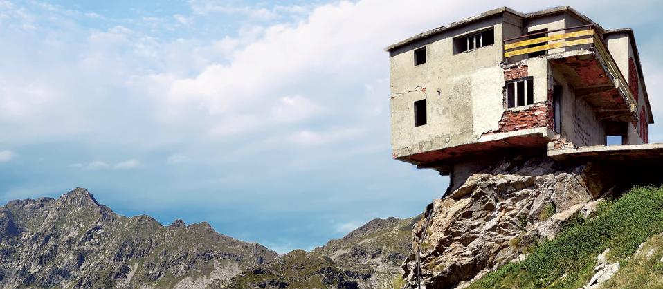 Fantasmi di montagna. Escursioni ai più spettacolari luoghi abbandonati sulle Alpi del Nordovest, di Diego Vaschetto.